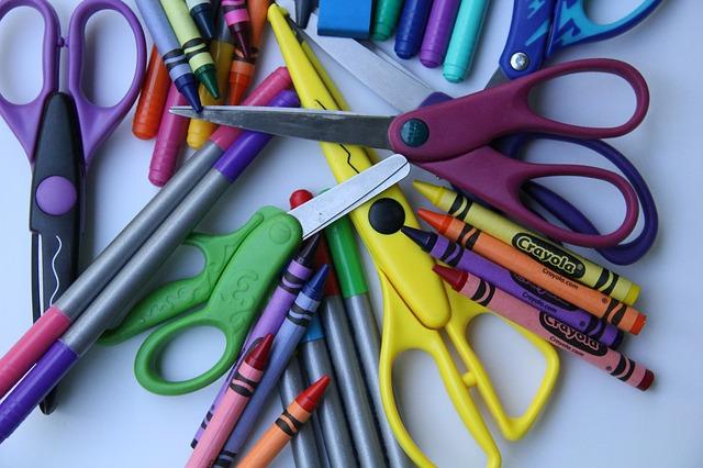 school-supplies-2690530_640